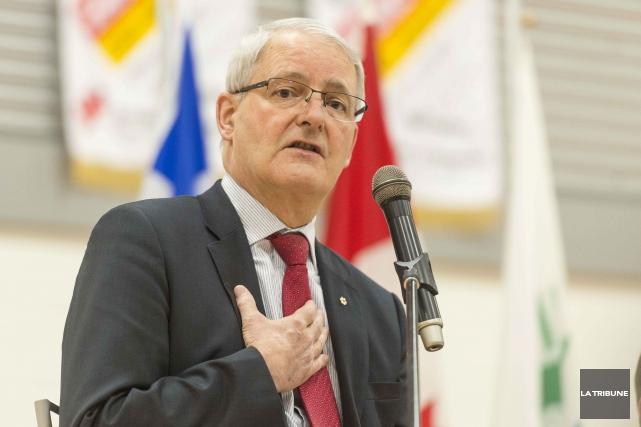 Le ministre des Transports Marc Garneau... (Archives La Tribune, Frédéric Côté)
