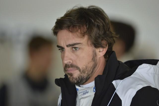 Le pilote de l'écurie McLaren Fernando Alonso, remis... (AFP, Yuri Kadobnov)