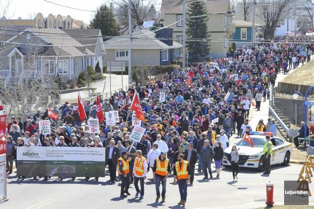 Le succès de la marche de dimanche incite... (Archives Le Quotidien, Gimmy Desbiens)