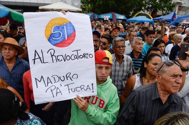 Selon un récent sondage,68% des Vénézuéliens souhaitent un... (PHOTO AFP)