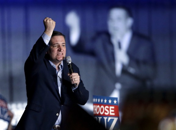 Le candidat Ted Cruz a fouetté ses troupes... (Associated Press, Michael Conroy)
