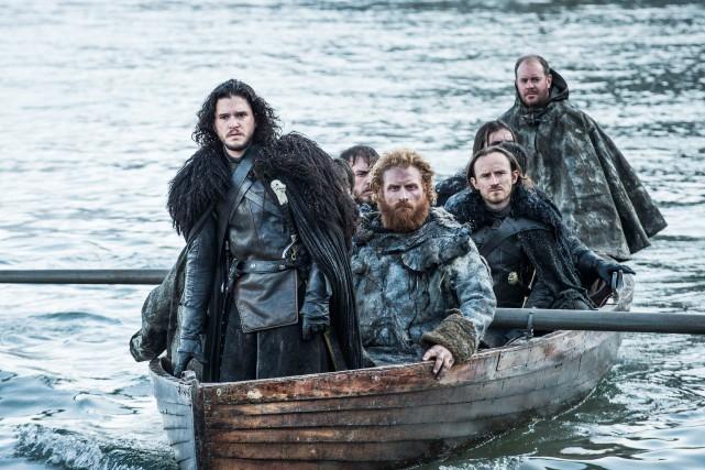 À l'avant, le comédienKit Harington dansGame of Thrones.... (PHOTO FOURNIE PAR HBO)