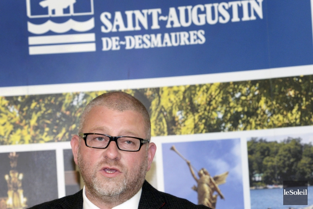 Sylvain Juneau, maire de Saint-Augustin-de-Desmaures.Ce sont les importants... (Photothèque Le Soleil, Jean-Marie Villeneuve)