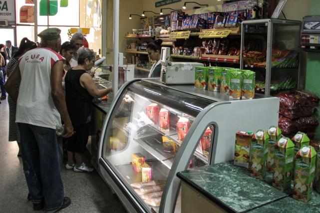 Cuba avait annoncé récemment la baisse du prix... (PHOTO JORGE BELTRAN, AGENCE FRANCE-PRESSE)