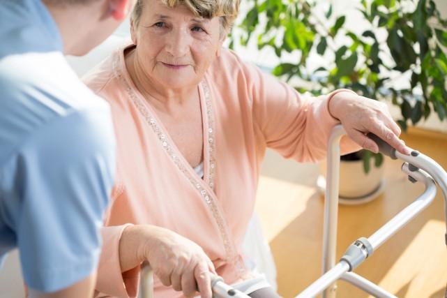 De plus en plus d'aînés souhaitent demeurer à... (123rf, Katarzyna Biav)