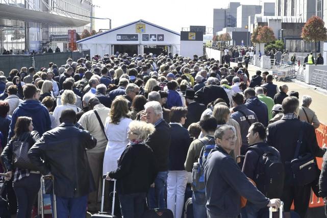 Le chaos a régné, mardi, pour des milliers... (AFP, Eric Lalmand)