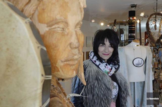 L'artiste visuelle Sylvie Bernard, en plus de tenir... (Sylvain Mayer, Le Nouvelliste)