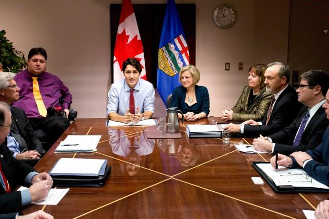 Une table ronde regroupant les représentants de six... (ARCHIVES PC)