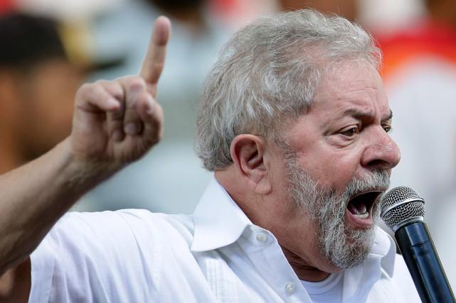 Luiz Inacio Lula da Silva, président de 2003... (Photo Eraldo Peres, archives Associated Press)