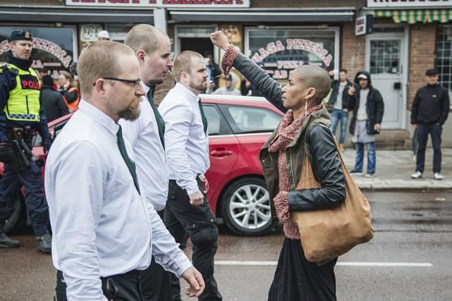 Tess Asplund s'est dressée seule au milieu de... (PHOTO DAVID LAGELOF, TT NEWS AGENCY)