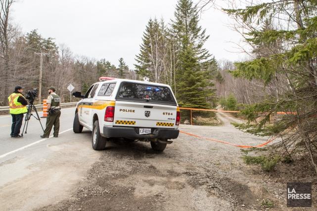 Les enquêteurs des crimes contre la personne de la Sûreté du Québec enquêtent... (PHOTO HUGO-SEBASTIEN AUBERT, LA PRESSE)