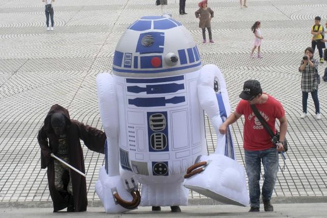 À Taipei, des fans de Star Wars traînent... (AFP, Sam Yeh)