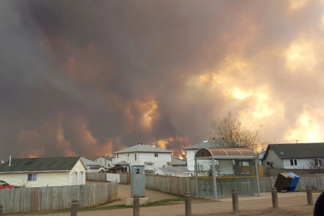 Toute la population de Fort McMurray a été... (PHOTO MARY ANNE SEXSMITH-SEGATO LA PRESSE CANADIENNE via AP)