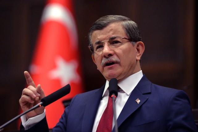 Le premier ministre turc Ahmet Davutoglu.... (PHOTO AP)