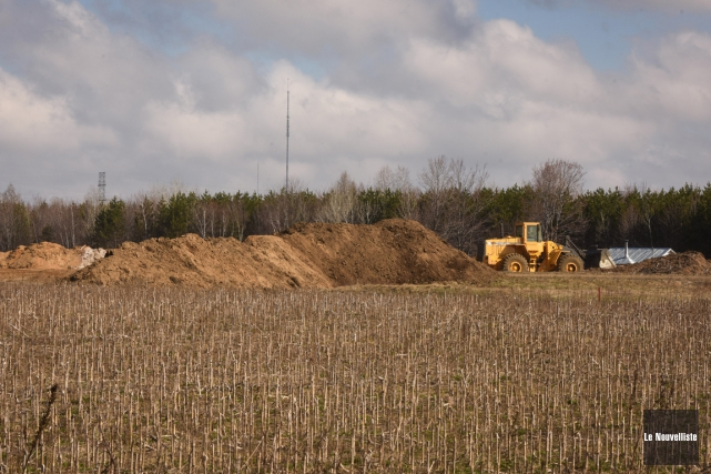 Les amas de sable s'accumulent sur cette propriété... (François Gervais, Le Nouvelliste)