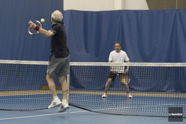 La surface de jeu pour le tennis au... (Stéphane Lessard, Le Nouvelliste)