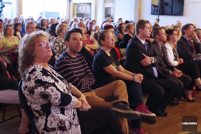 Plus d'une centaine de personnes ont assisté à... (Photo Le Quotidien, Laure Gagnon-Tremblay)