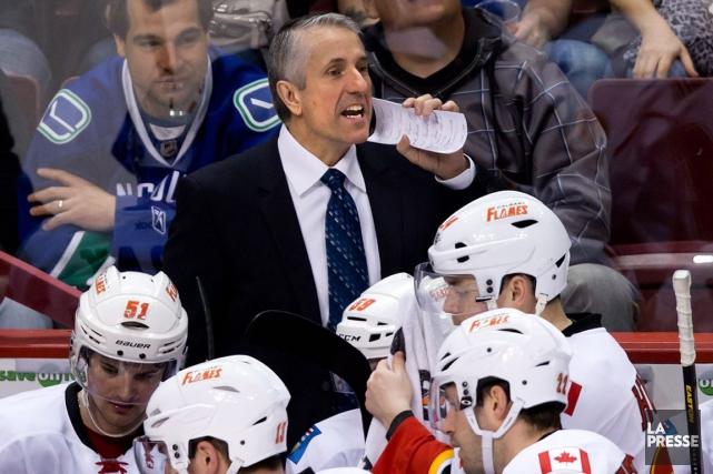 Congédié mardi par les Flames, Bob Hartleyveut poursuivre... (Archives PC)