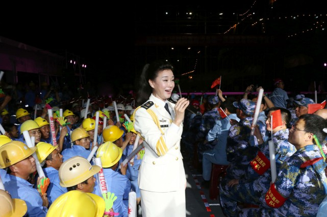 Song Zuying, qui avait chanté en 2013 avec... (PHOTO AFP/STR)