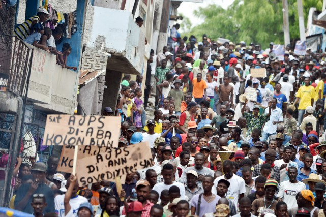 Des partisans de Fanmi Lavalas - parti politique... (PHOTO HECTOR RETAMAL, AFP)