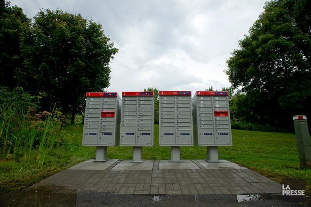 L'installation de ces boîtes postales dans le stationnement... (PHOTO DAVID BOILY, ARCHIVES LA PRESSE)