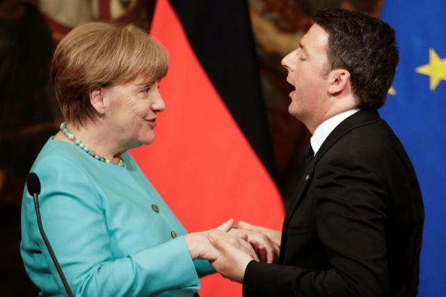 La chancelière allemande Angela Merkel en compagnie du... (PHOTO MAX ROSSI, REUTERS)