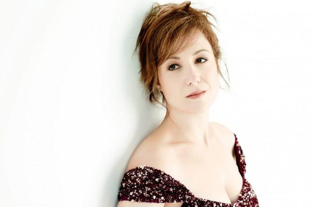 Julie Boulianne aime donner des récitals et chanter... (Photo courtoisie, Martin Boucher communications)