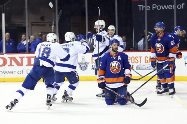 Les joueurs des Islanders et du Lighting lors... (Photo Anthony Gruppuso, USA Today)
