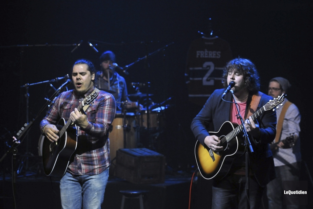 Le duo 2Frères a proposé ses pièces jeudi... (Photo Le Quotidien, Rocket Lavoie)
