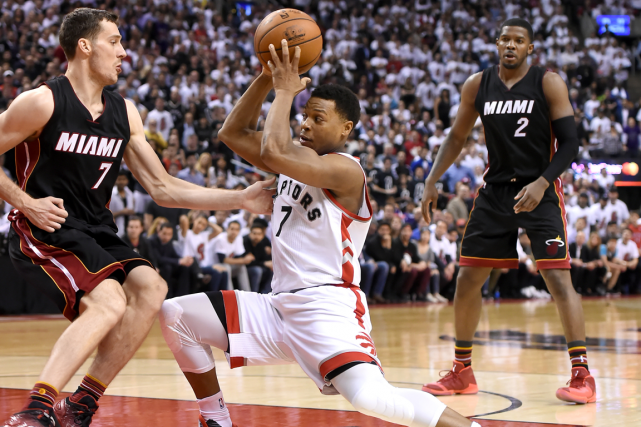 Kyle Lowry (au centre) a inscrit 18 points dans... (Photo Dan Hamilton, USA Today)