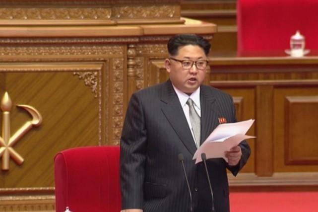 Kim Jong-un prononce un discours au Congrès du... (IMAGE KRT/AP)