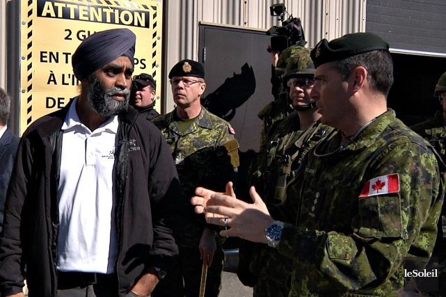 En visite à la base militaire de Valcartier,... (Le Soleil, Frédéric Matte)