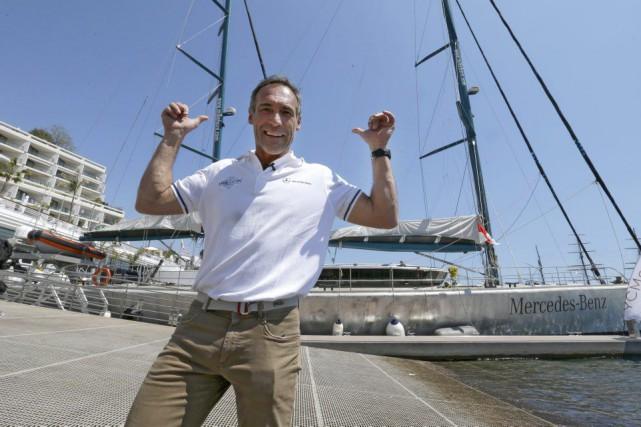 L'aventurier Mike Horn pose devantson voilier «Pangea», amarré... (Photo Lionel Cironneau, Associated Press)