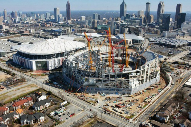 La construction du nouveau Mercedes Benz Stadium, qui... (Photo courtoisie)