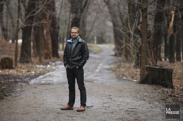 Frédéric Berg prend la pause au pied du mont Royal. Le journaliste... (Martin Chamberland, La Presse)
