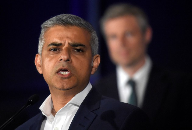 Le candidat travailliste Sadiq Khan, 45 ans, a élu à... (Photo Reuters)