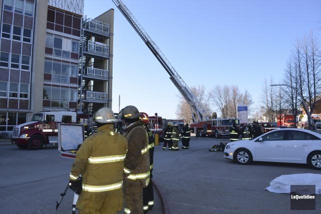 La rapidité des pompiers a permis d'éteindre le... (Photo Le Quotidien, Louis Potvin)