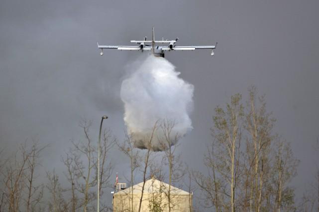 L'incendie qui a forcé 80 000 personnes à... (La Presse Canadienne, Jason Franson)