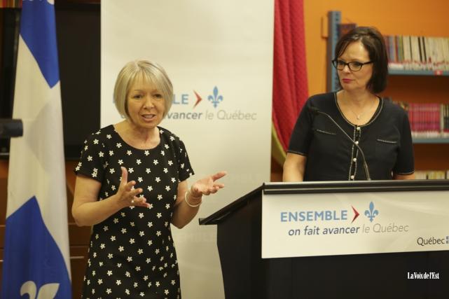 La ministre Lucie Charlebois était de passage à... (Catherine Trudeau, La Voix de l'Est)