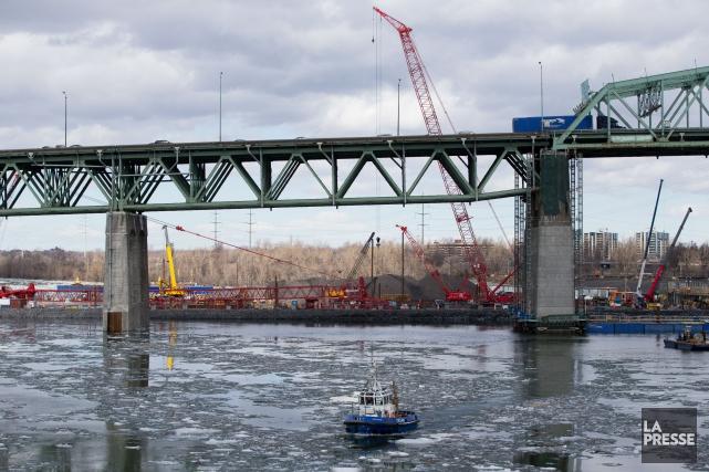 Le pont Champlain est complètement fermé en ce samedi en direction de Montréal. (PHOTO MARTIN TREMBLAY, ARCHIVES LA PRESSE)