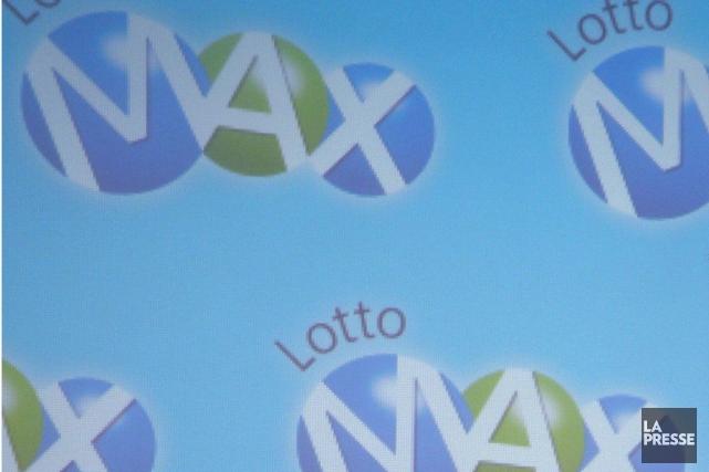 Le gros lot de 55millions de dollars du tirage de vendredi soir du Lotto Max a... (PHOTO ARCHIVES LA PRESSE CANADIENNE)