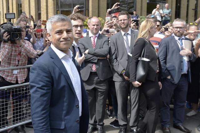 Sadiq Khan à Londres, samedi.... (PHOTO JOHN STILLWELL, REUTERS)
