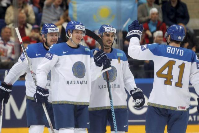 Les Suisses ont été surpris 3-2 par les Kazakhes au Championnat mondial de... (PHOTO MAXIM SHEMETOV, REUTERS)