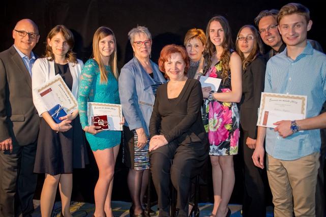 Quelques lauréats et membres du personnel de la... (Photo courtoisie)