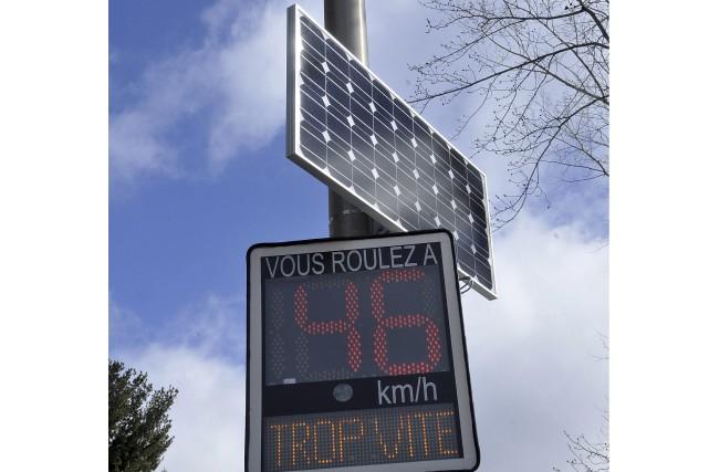 Depuis quelque temps, des radars permanents fonctionnant à l'énergie solaire... (Photo Le Progrès-dimanche, Rocket Lavoie)