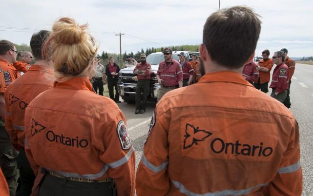 Outre le Québec, l'Ontario a envoyé vendredi 82pompiers... (La Presse Canadienne, Jonathan Hayward)