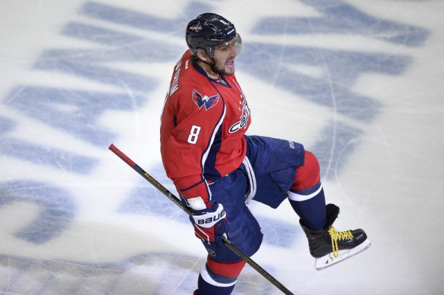 Le capitaine des Capitals, Alex Ovechkin, a inscrit... (AP, Nick Wass)