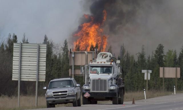 Des habitants n'ayant pas pu ou voulu suivre l'ordre d'évacuation sont toujours... (La Presse Canadienne, Jonathan Hayward)