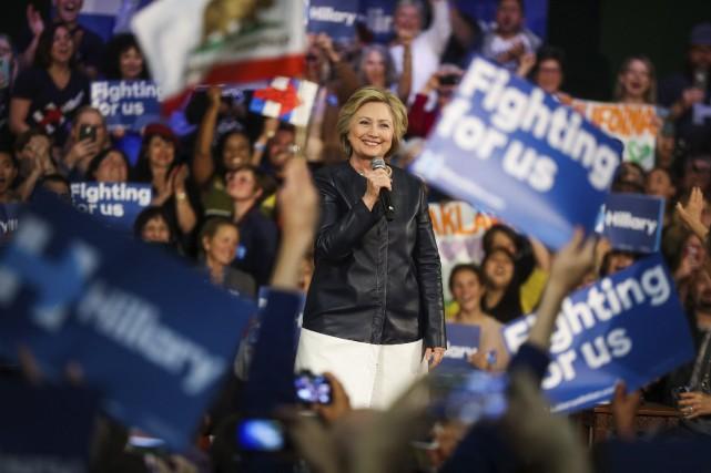 Hillary à un rassemblement à Oakland, en Californie.... (AFP, Gabrielle Lurie)