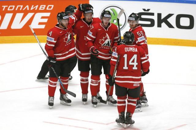 Le Canada est invaincu en deux matchs.... (PHOTO MAXIM ZMEYEV, REUTERS)